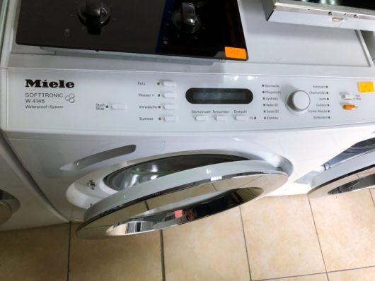 """Miele W4146. Пералня произведена в Германия . Втора употреба.Капацитет до 6 кг пранеИнверторен моторУникален барабан от висококачествена стомана с форма на пчелна пита Miele за перфектно изпиране и грижа до 6 кг пране.1600 оборота в минута с регулиранеЕнергиен класA + / клас на изпиране А+Отложен старт до 24 часаСмарт измиванеавтоматично натоварване за автоматично пестене на енергия и водаЛед Дисплей / индикация оставащо времефункция за запаметяванеСпециална звукова изолацияНикелен устойчив на надраскване преден панел""""Softtronic""""технология на пранеFuzzy Logicконтрол за пестене на вода и електроенергияЗвуково налягане 58 db,Аварийни индикаториЗащита от преливанеизбор и регулиране от бутони и селектор за лесно управлениеДопълнителни опции: опция повече вода / предпране/ съкращаване на време/ звънецизмиване с ниска температура ( """"студен"""" и 20 ° с)Основни програми:Регулиране на температура и центрафугаавтоматичнапамук от 30 до 95 градусатъмни дрехидънки, ризи ,""""Ръчно пране"""" на вълнени дрехипрограма """"Експрес 30 мин"""" за памучни, деликатни и синтетични материикомбинирани дрехи от 30 до 60 градусафинни материи от 0 до 40 градусаопция само центрафугаОпции """"Без центрофугиране"""" и """"Задържане на изплакването""""Уникален Miele ергономичен дизайн с емайлиран преден панелРАЗМЕРИ 94,5 x 68 x 66,5 cmГАРАНЦИЯ: 24 МЕСЕЦА / БЕЗПЛАТЕН ТРАНСПОРТ ЗА СОФИЯ / Опция за закупуване на изплащане с БНП ПАРИБА"""